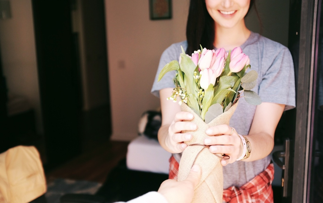 How do you Make Someone Smile? Send Flowers, of course!