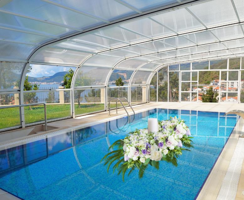 """Elegant Wedding Pool Float"""